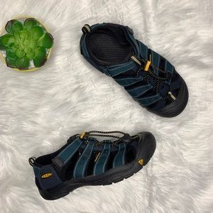 Keen H2 Sandal With Adjustable Velcro And Size 5